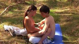 سكس ولد ينيك بنت صغيرة في الحديقة