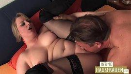 رجل ضخم ينيك شقراء سمينة و أمتع فيديو سكس ألماني