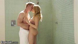 مايا مالكوفا الشقراء الساخنة زب كبير ينيكها في الحمام