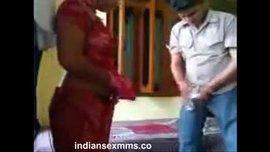 سكس محارم مع شاب هندي ينيك مرات أخوه في غرفة نومها