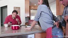 افلام سكس امهات 2019 نيك الام فى المطبخ من ابنها الفيديو الإباحية