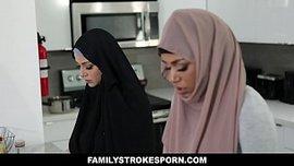 نيك الاخت المحجبة اثناء دخول الام غرفتها 8211; سكس اخوات الفيديو ...