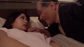 الاب الهيجان ينيك ابنتهبعد ما دخل عليها غرفة نومها سكس محارم