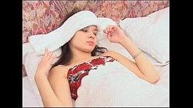 سكس اغتصاب دكتور يغتصب بنت مراهقة مريضة في غرفة نومها