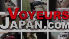 امرأة سمراء يابانية تمارس الجنس العرضي مع شخص غريب بينما لا يوجد أحد آخر في المنزل