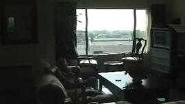 جبهة مورو الأشقر تمتص دونغ ضخم الشاب ، بينما يعطيه footjobs ، بينما في الهواء الطلق