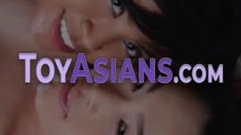 تحب الدمية الآسيوية سلوتي كسب المال مقابل النظارات الجديدة والأشياء التي تحتاجها