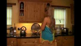 امرأة إنجليزية كانت تمتص الديك أثناء جلسة تدليك استرخاء وتدخلها داخل بوسها