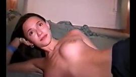 تستعد Kim Girl وصديقها لممارسة الجنس مثل الحيوانات البرية والاستمتاع بها كثيرًا