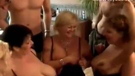 نضوج الأشقر تستخدم المتعة أو ممارسة الجنس العرضي مع الشباب ، من أجل المتعة فقط