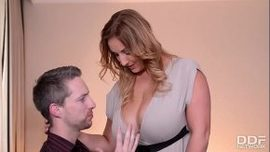 بالنسبة له هذه هي المرة الأولى التي يمارس فيها الجنس مع امرأة بدينة