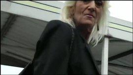 الجدة الفرنسية القحبة تتناك من شاب زنجي زبه كبير