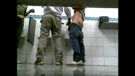 لواط في مرحاض عام بين شباب ساخنين يتناكون فيما بينهم