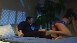 سكس مع فتاه على السرير