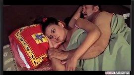 سكس غرف النوم مع هندية نار وزوجها الشهواني