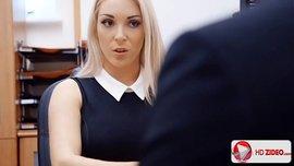 المديرة اللبوة تدعو الموظف الشاب لمضاجعتها في منزلها بعد العمل