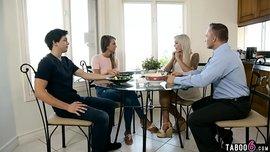 الابنة الممحونة المتزوجة حديثاً تمص زب زوج أمها وتتناك منه لإن زوجها لا يرضيها