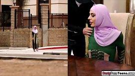 موزة عربية محجبة تتناك بالأجرة في شقة مفروشة مع زبون نييك