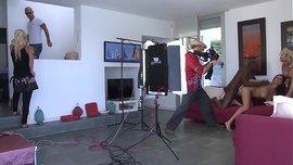 تصوير فيلم سكس أجنبي روعة و أسود يركب كس بيضاء ثلجية