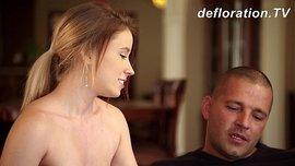 فتاة روسية رومانسية تسخن حبيبها كي يدعلها بالنيك في كل أخرامها