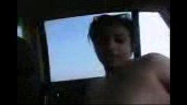 فتاة ليبية عارية في السيارة تمارس السكس مع حبيبها الفيديو الإباحية