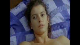 لقطة ساخنة جداً من مسلسل فاطمة للممثلة التركية بيرين سات