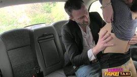 سائقة التاكسي العاشقة للنيك و زبونها المحظوظ ناار