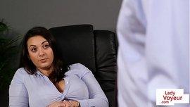 مديرة سكسية مثقفة تريد زب الموظف الجديد كي يشبعها بالزب