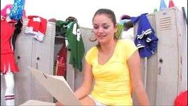 نيك مزة سكسية لذيذة من صاحبها الجامعي في شقة مفروشة