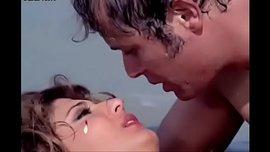 قمة الاغراء و الأثارة سهير رمزي في قبلات ساخن مع محمود عبد العزيز