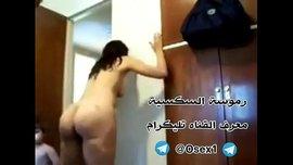 أردني ينيك بنت جارته عارية في شقته و يصورها في افلام نيك عربي و يفضحها