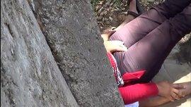 سكس عربي جامعي و جامعية يمارسون السكس في متنزه عام تحت شجرة