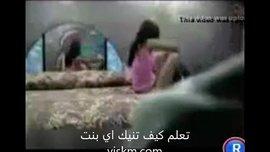 سكس عربي ساخنة الفتاة الممحونة تقلع وتتناك على السرير وتركب زبه اللبوة