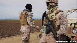 اللبوة المحجبة السمراء تمص أزبار الجنود الأمريكيين