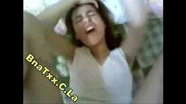 فتاة مصرية ممحونة تصرخ لإنه أول زب يدخل في كسها وهي مش قادرة