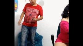 موظفة شرموطة أجنبية تلعب بكسها في الشغل على الكام
