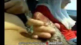 محجبة عراقية تلعب بزب جوزها في التاكسي