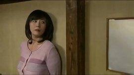 يابانية هيجانة على الأخر تنيك نفسها بالديلدو يقفشها الزبون وينيكها