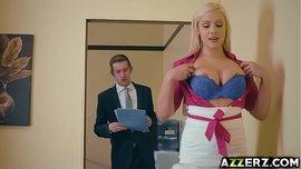 مديرها يستمتع بنيكها في المكتب وهي شرموطة ساخنة