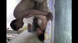 هندي يركب اخته و يعاشرها بقوة كبيرة من كسها و كلاهما عاري