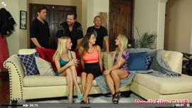 جنس جماعي و نيك قوي مع ثلاث فتيات حاميات و ثلاث رجال