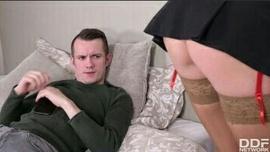 سكس خادمة - الخادمة الروسية الشقراء الشرموطة تتناك فى الكس الوردي من إبن صاحب المنزل المنحرف