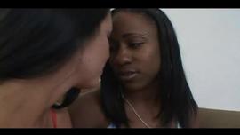 خشب الأبنوس في سن المراهقة امرأة سمراء تحصل مارس الجنس في غرفة الفندق حتى أنها قد الاسترخاء قليلا