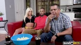 زوجة الاب تشاهد المبارة مع زوجها وابنه