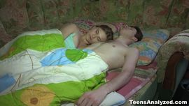 بنت مراهفه جميله جدا واحلي نيك ممتع تصحي من النوم علي زب
