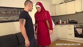 نيك مصرية من شاب اجنبي في منزله – سكس مصري