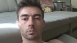 رجل وسيم يمارس الجنس مع شقيقه ، بينما صديقته خارج المدينة