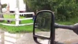فاتنة قرنية ، دايموند فوكسكس يركب عصا لحم ضخمة في منتصف النهار