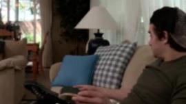 عرضت سيرين دي مير بوسها على رجل آخر وبدا أن الرجل يحبها