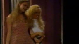 مثير ريبيكا وايلد هو اللعب لها مبلل كس الرطب مع دسار ويئن أثناء كومينغ